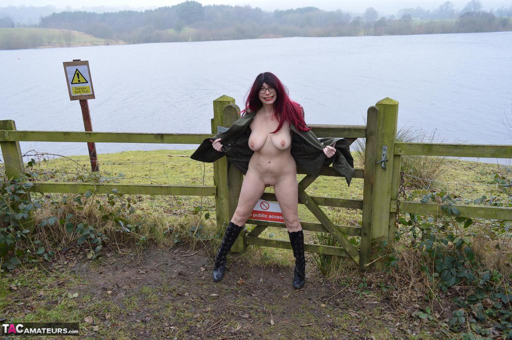 Hot British wife opens up her coat and her legs in this park flash