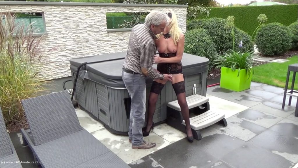 Mature exhibitionist blindfolded and violently fingered & whipped by a fan