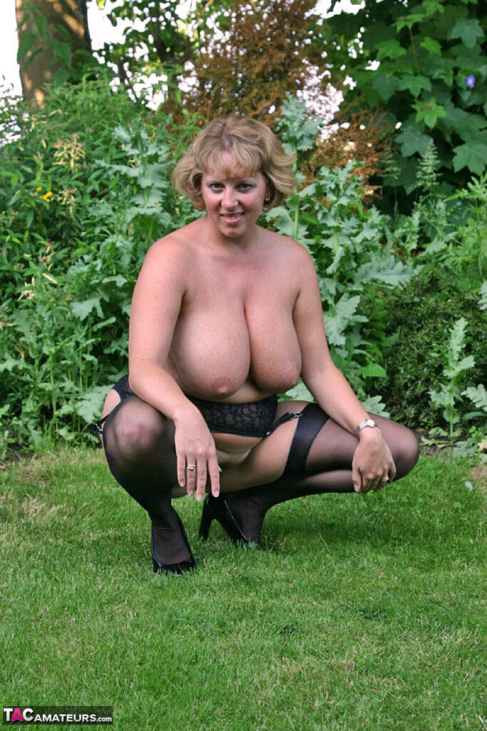BBW wife gets her naturally huge tits out in the garden